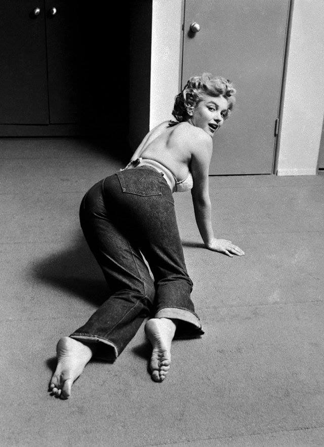 Marylin Monroe usando as famosas calças 501 da Levi's | Foto: site oficial da Levi's